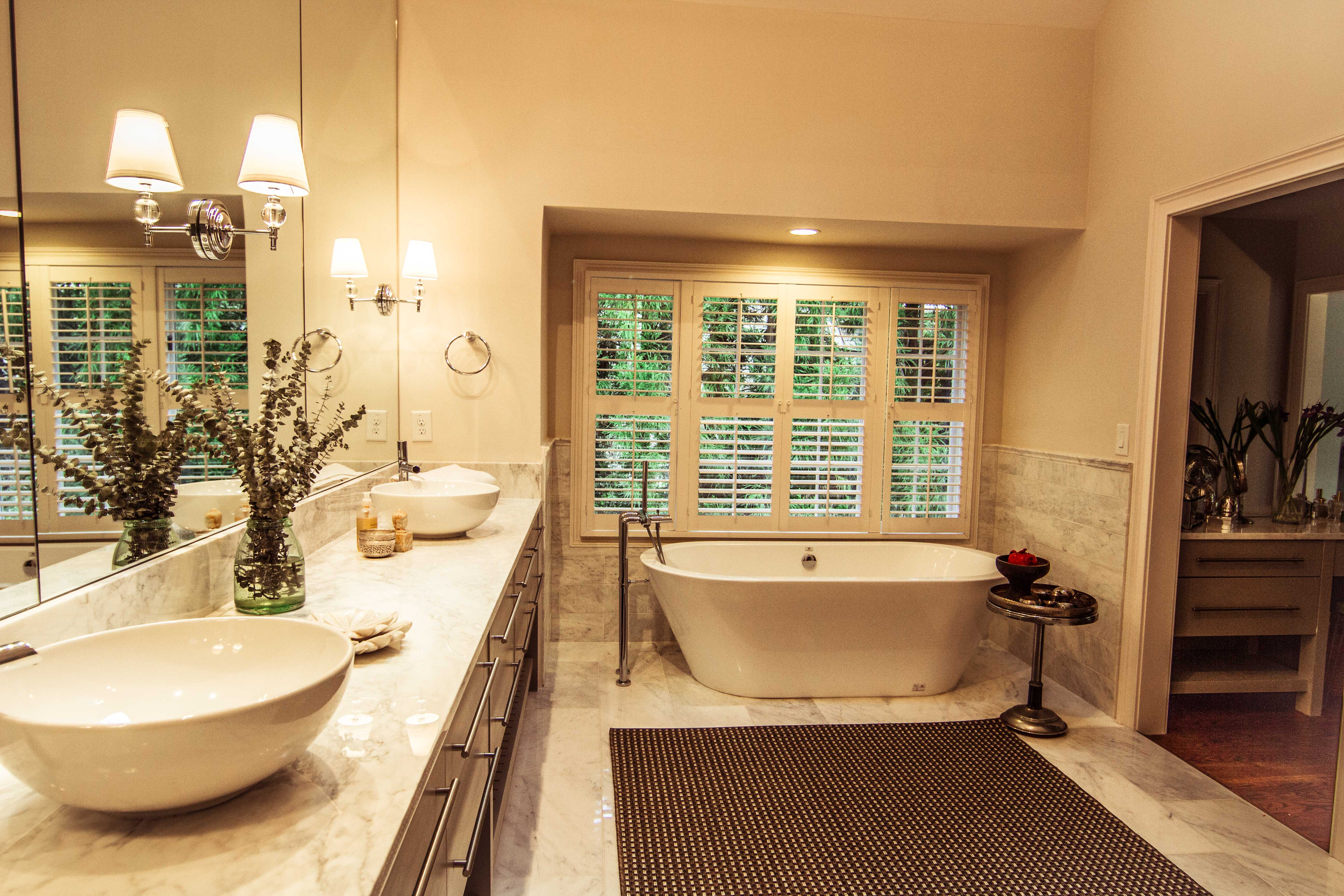 Atlanta private residence ga porcelanosa for Greek style bathroom design
